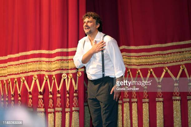 "Opera singer Jonas Kaufmann during the final applause of the opera premiere of ""Die tote Stadt"" by Erich Wolfgang Korngold at Bayerische Staatsoper..."