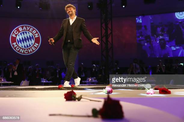 Opera singer Jonas Kaufmann reacts after his performance during the FC Bayern Muenchen Championship party following the Bundesliga match between...