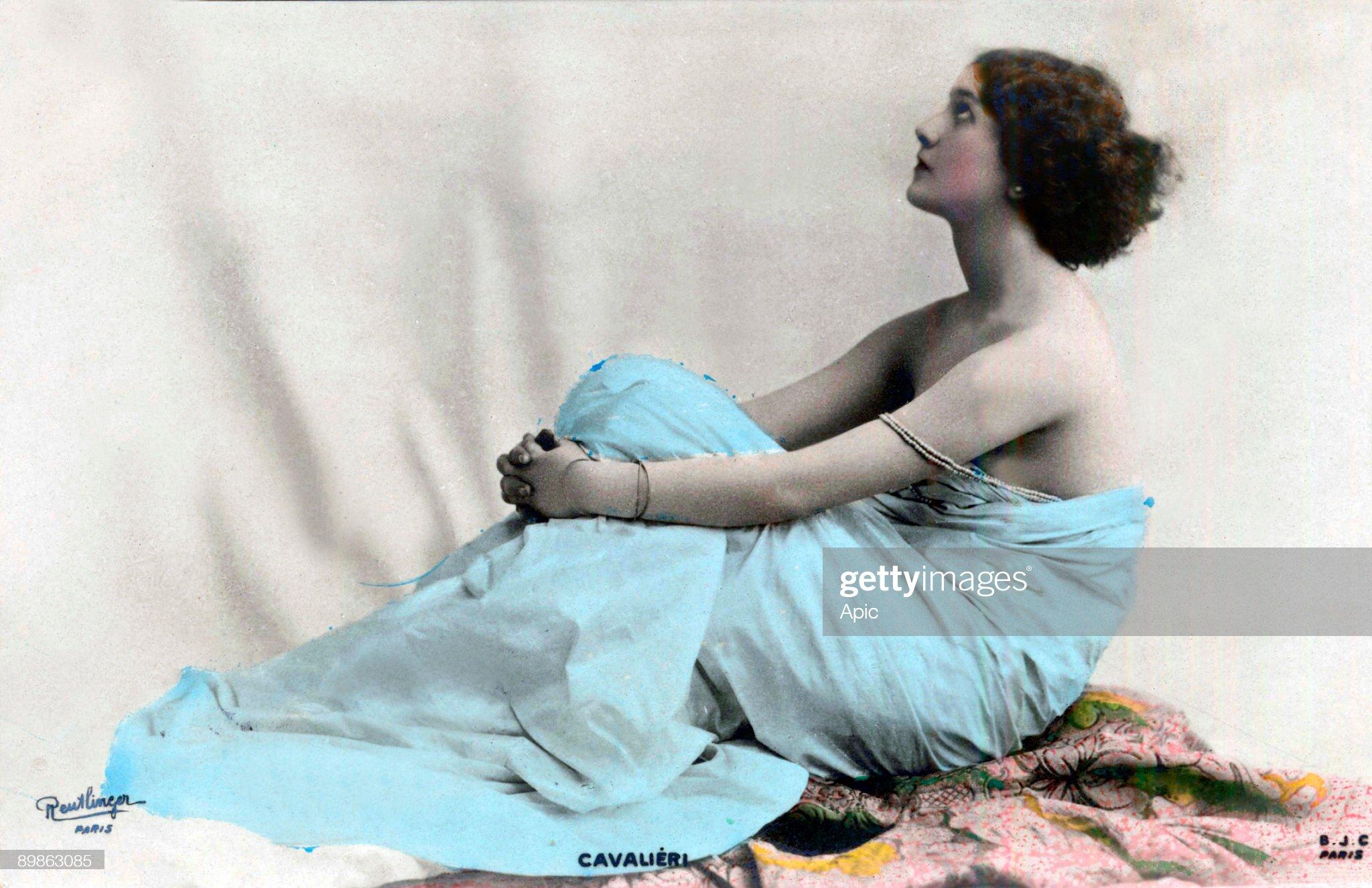 opera singer Lina Cavalieri (1874-1944), postacrd, photographed by Reutlinger, c. 1900-1905 : News Photo