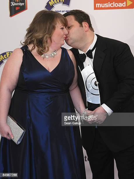 Opera singer Paul Potts holds his Echo Award while kissing his wife JulieAnn in the pressroom at the 2009 Echo Music Awards on February 21 2009 in...