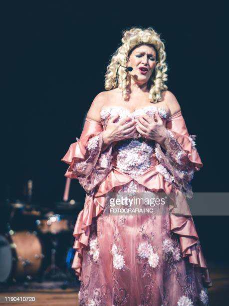 opera singer performing on the stage - opera stock pictures, royalty-free photos & images