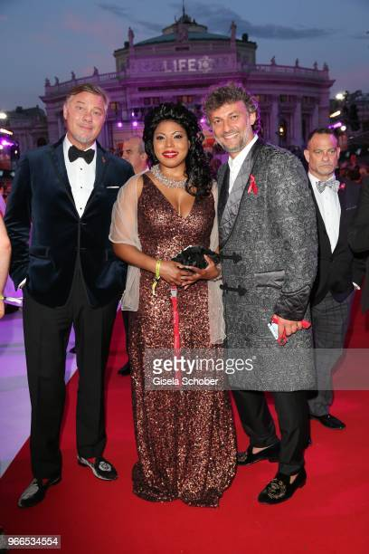 Opera Singer Rene Pape Kristin Lewis Jonas Kaufmann during the Life Ball 2018 at City Hall on June 2 2018 in Vienna Austria The Life Ball an annual...