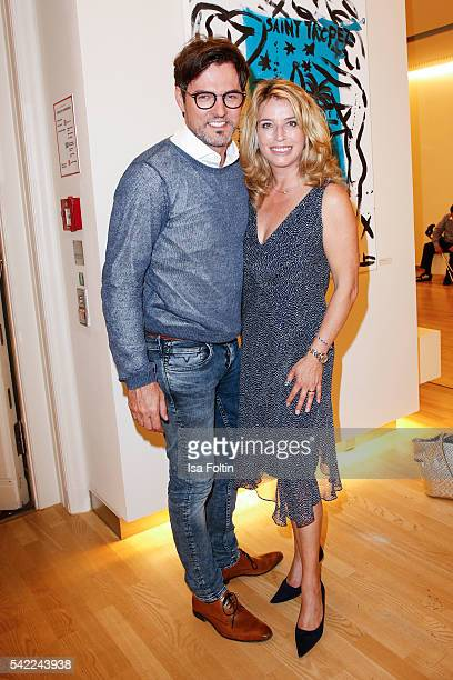 Opera singer Tobey Wilson and german actress Cosima von Borsody attend the 'Glatzel Szczesny New York Saint Tropez meets Berlin' Exhibition Preview...