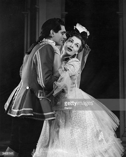 Opera singers Elisabeth Schwarzkopf with Geraint Evans during a performance of Mozart's opera 'The Marriage of Figaro' at Covent Garden Opera House