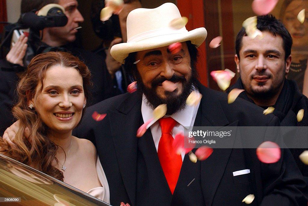 Opera star luciano pavarotti and nicoletta mantovani smile for Luciano pavarotti nicoletta mantovani