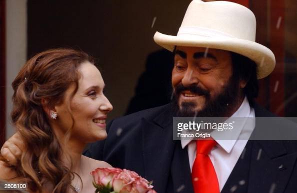 Opera star luciano pavarotti and nicoletta mantovani smile for Nicoletta mantovani pavarotti