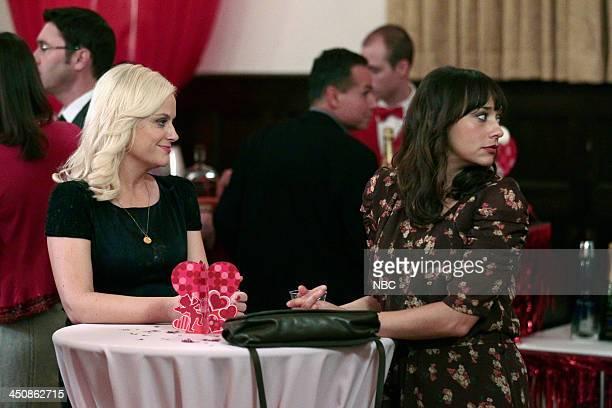 RECREATION Operation Ann Episode 414 Pictured Amy Poehler as Leslie Knope Rashida Jones as Ann Perkins