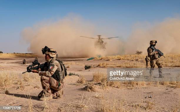 Operation Barkhane in Mali, Paris Match's reporters with the Legion. In the area of Liptako in Mali soldiers chase jihadist rebels. Landing of a...