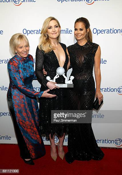 Operation CoFounder Kathy Magee Universal Smile Award Recipient actress Kate Hudson and tv personality Brooke BurkeCharvet attend 2016 Operation...