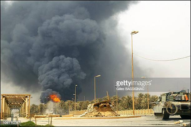 Operation Iraqi Freedom Us Marines Of The 3Rd Regiment 4Th Battalion On A Mission In The Outskirts Of Baghdad To Seize The East Bridge Granting Main...