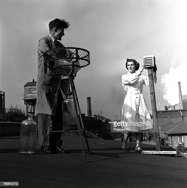 1952 Operators attend to apparatus which measure the amount of sulphur dioxide in the atmosphere at the fuel research centre Greenwich