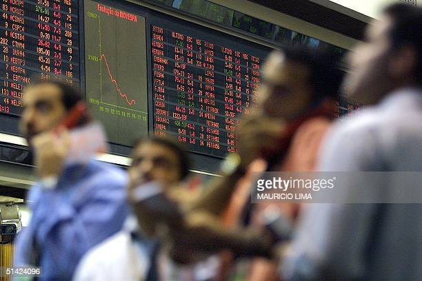Operators of the Brazilian stock exchange negotiate the purchase and sale of Brazilian stock 20 June 2002 AFP PHOTO/Mauricio LIMA Operadores de la...