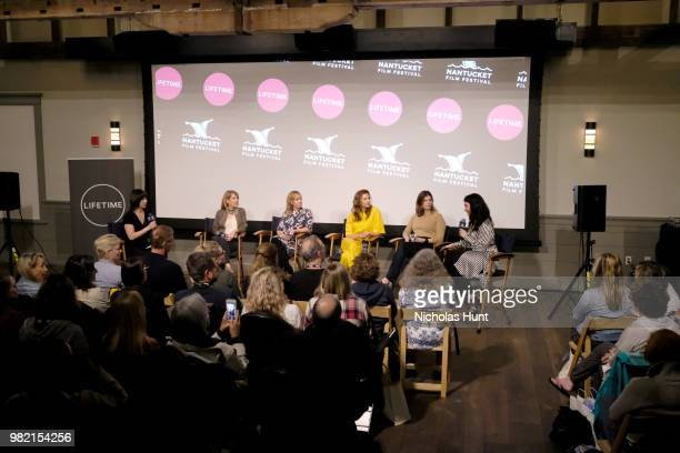 Ophira Eisenberg Nancy Schwartzman Miranda Bailey Alysia Reiner Jeanne Tripplehorn and Sera Gamble attend Women Behind the Words at the 2018...