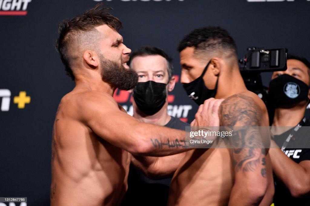 UFC Fight Night Whittaker v Gastelum: Weigh-Ins : ニュース写真