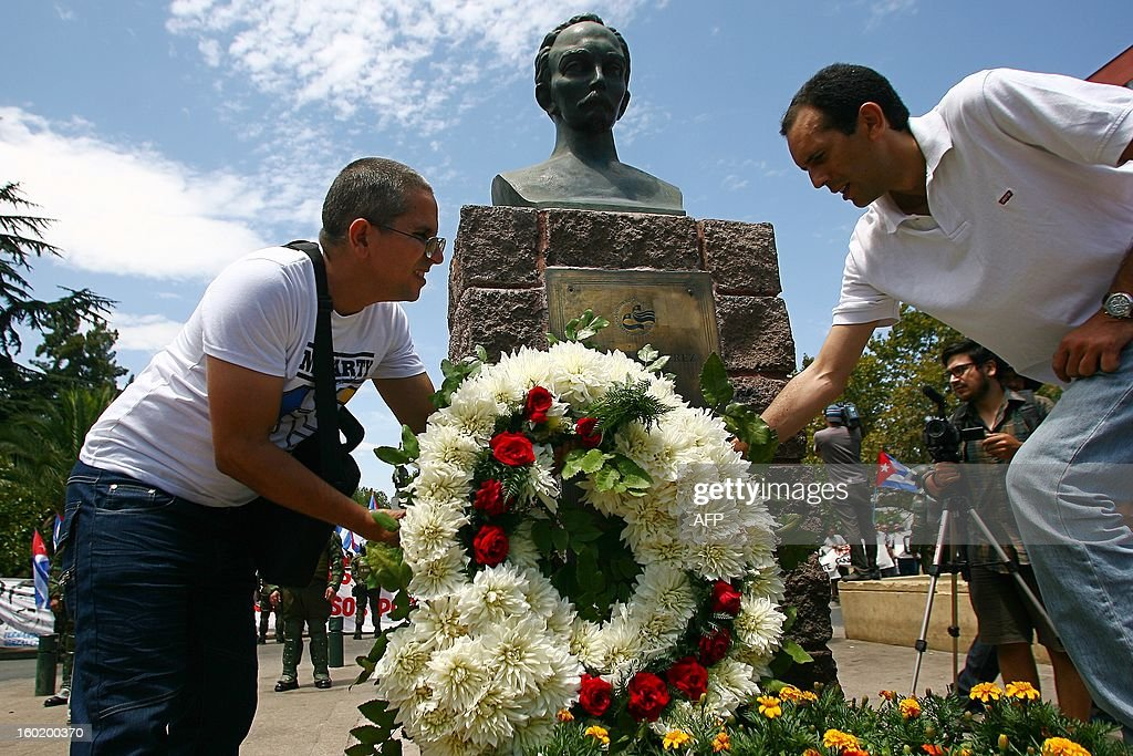 Opponents of the Cuban government lay a wreath on the monument of Cuban national hero Jose Marti at a square in Santiago, in the framework of the Latin American and Caribbean States (CELAC)-European Union (EU) Summit, on January 27, 2013. European and Latin American leaders have pledged to shun protectionism and boost their strategic partnership to foster free trade and sustainable development based on close international cooperation. Some 60 countries are represented at the summit between the 27-member European Union and the Community of Latin American and Caribbean States, or CELAC.