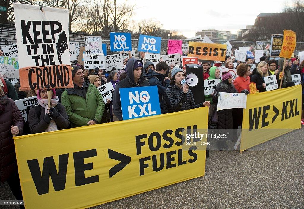 US-POLITICS-OIL-CANADA : News Photo