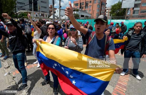 Opponents to the government of Venezuelan President Nicolas Maduro demonstrate outside the Venezuelan consulate in Bogota on April 30 2019 Venezuelan...