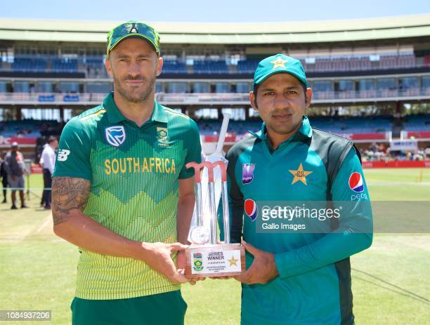 Opposing Captains Faf du Plessis of South Africa and Sarfraz Ahmed of Pakistan pose with Series Trophy prior to the 1st Momentum One Day...