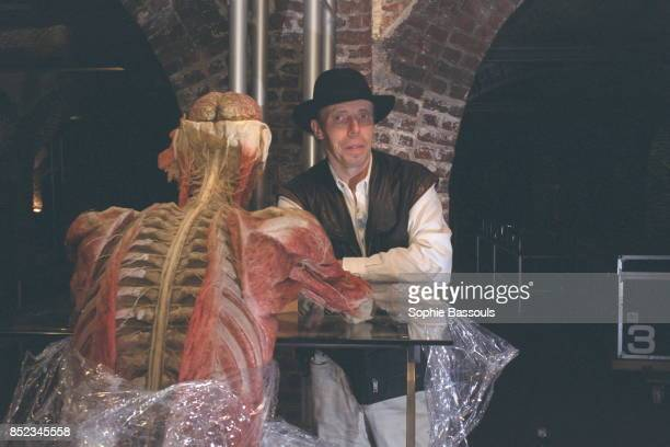 Opposite his creation 'The chessplayer' is Professor Gunther van Hagens who devised the plastination technique that preserves human tissue