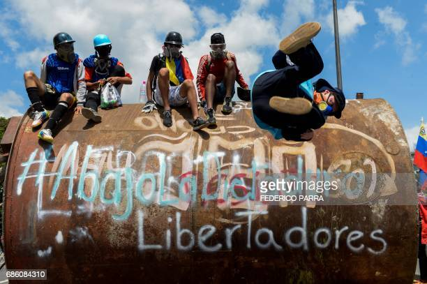 TOPSHOT Opposition activists block the Francisco Fajardo main motorway in eastern Caracas on May 20 2017 to protest against President Nicolas Maduro...