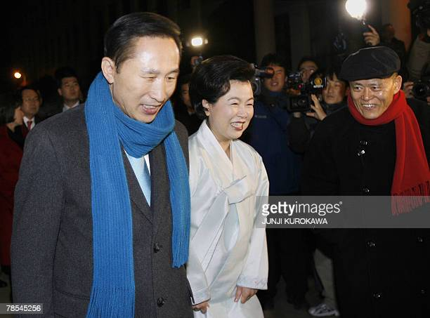 Opposition Grand National Party presidential candidate Lee MyungBak and his wife Kim YoonOk are accompanied by South Korean philosopher Kim YongOk...