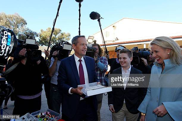 Opposition Leader Australian Labor Party Bill Shorten hands out lamingtons to the media as Chloe Shorten and Rupert look on during a visit to a...