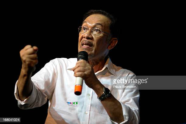 Opposition party leader Anwar Ibrahim speaks to his supporters during his last political rally before Malaysians vote tomorrow May 4 2013 in Seberang...