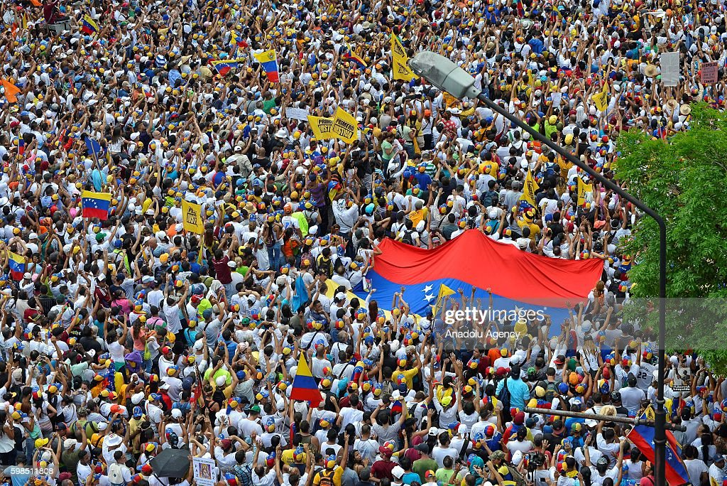 Protest against President Nicolas Maduro in Caracas : News Photo