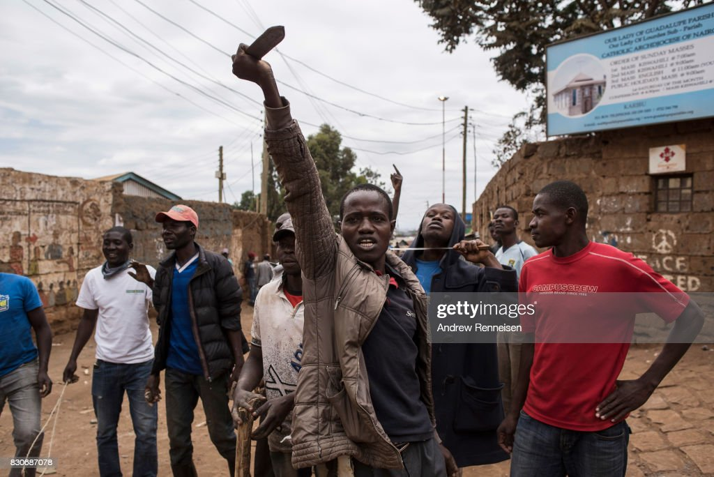 Opposition supporters taunt Kenyan police forces as the two sides clashed in the in the Kibera slum on August 12, 2017 in Nairobi, Kenya. Demonstrations turned violent in some areas throughout Kenya after Uhuru Kenyatta was named to his second term in Kenya's 2017 presidential election.