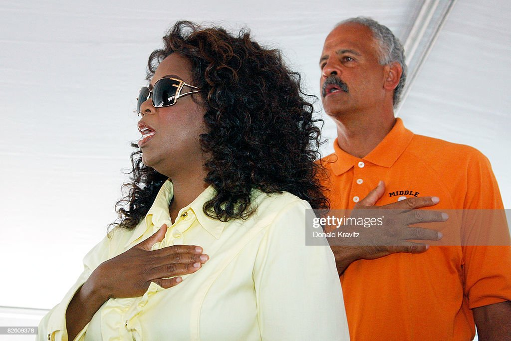 Oprah Winfrey and Stedman Graham recite the Pledge of Allegiance at the 20th Reunion Festival August 30 ,2008 in Whitesboro, New Jersey.