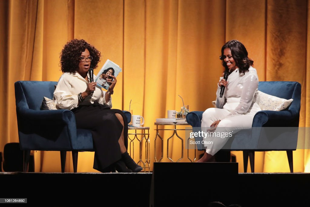 Former First Lady Michelle Obama Launches Arena Book Tour In Chicago At The United Center : Foto jornalística