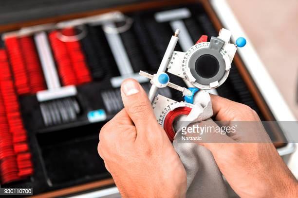 optician cleaning eyesight test glasses - eye test chart foto e immagini stock