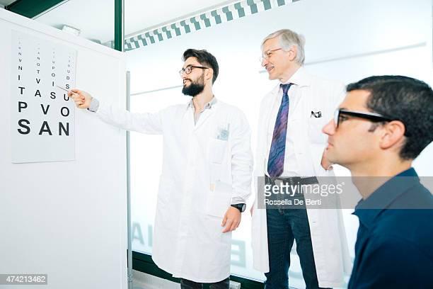 Test Opticians visuel à un Patient
