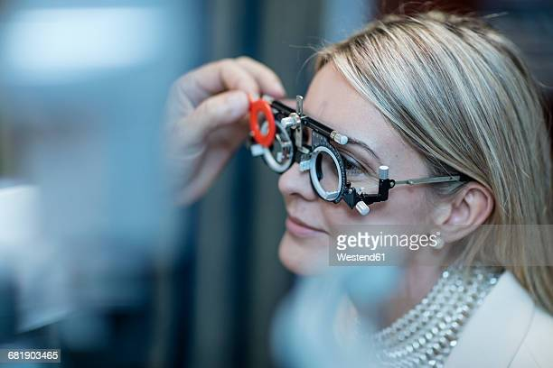 optometrist adjusting test frame for patient - lens optical instrument stock pictures, royalty-free photos & images