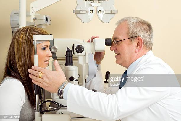 視力検査 Tonometer 検眼医