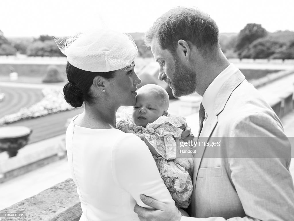 Official Photographs From The Christening Of Archie Harrison Mountbatten-Windsor : Foto jornalística