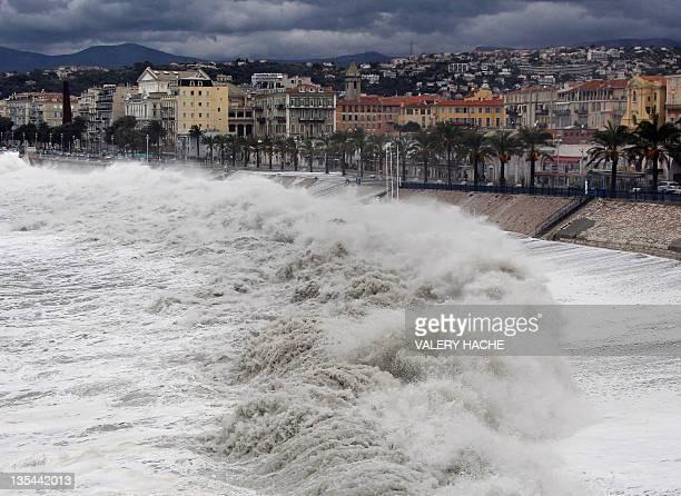 ' Orages violents inondations et même coup de mer des intempéries frappent début novembre le sud de la France faisant cinq morts et un disparu et...