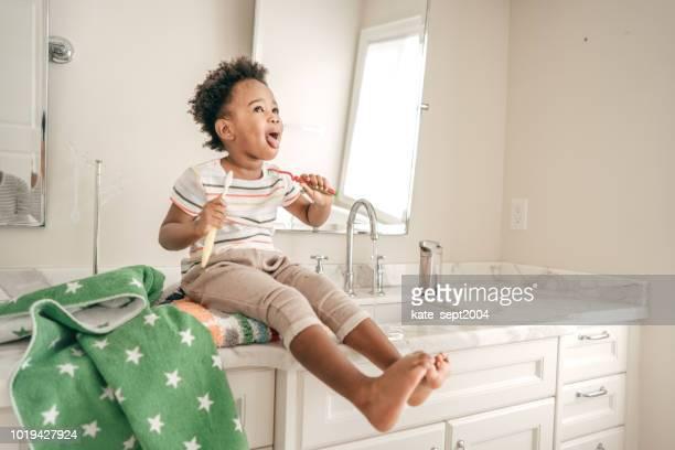 higiene oral para crianças - 2 3 anos - fotografias e filmes do acervo