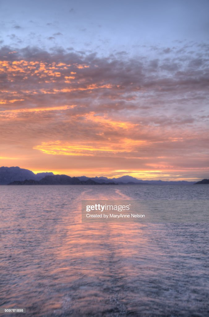 Orange Boat Wake Sunset with Clouds and Water : Stock-Foto