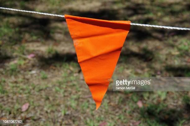 orange flag bunting cordon - seilabsperrung stock-fotos und bilder