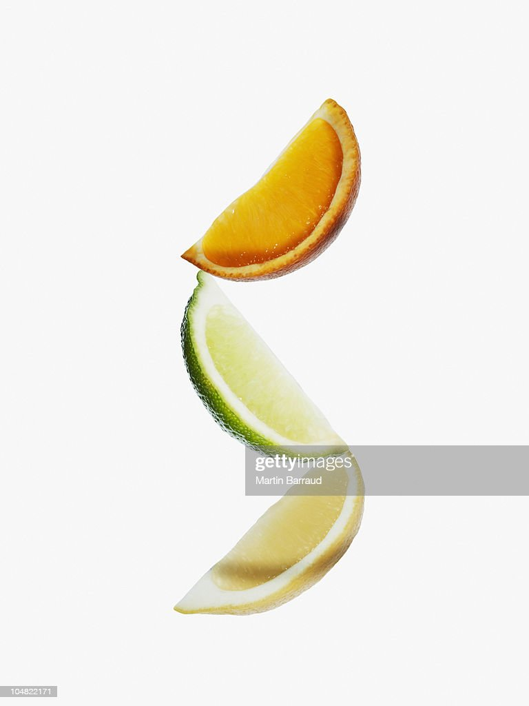 Naranja, lima y trozos de limón : Foto de stock