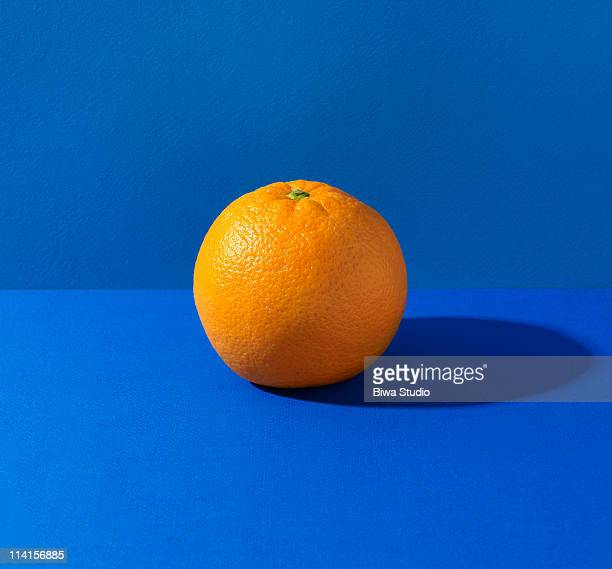 orange on blue background - naranja fotografías e imágenes de stock