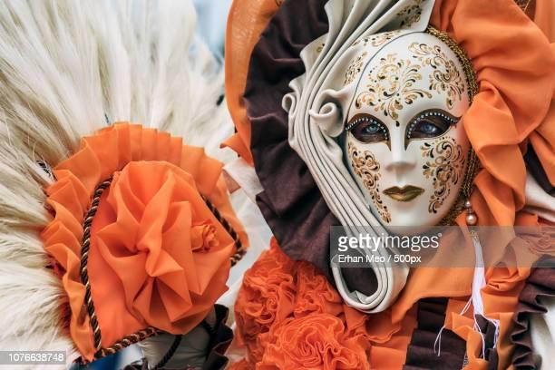 orange passion - carnaval de venise photos et images de collection