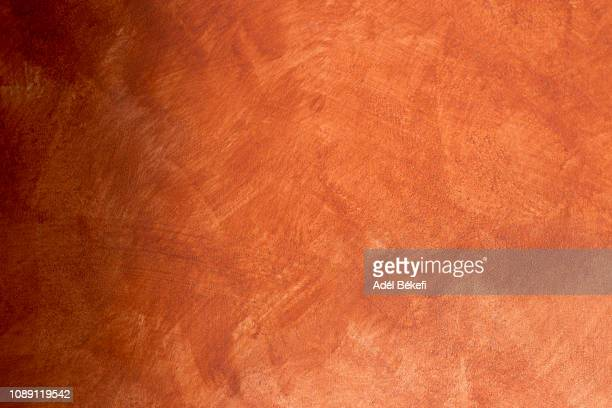 orange plastered rusty concrete wall - orange farbe stock-fotos und bilder