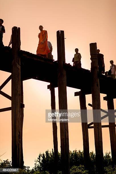 orange robe monk on u bein bridge - merten snijders stock pictures, royalty-free photos & images