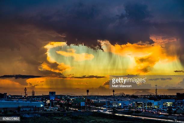 orange skies over the city of hermosilla in sonora mexico - hermosillo fotografías e imágenes de stock