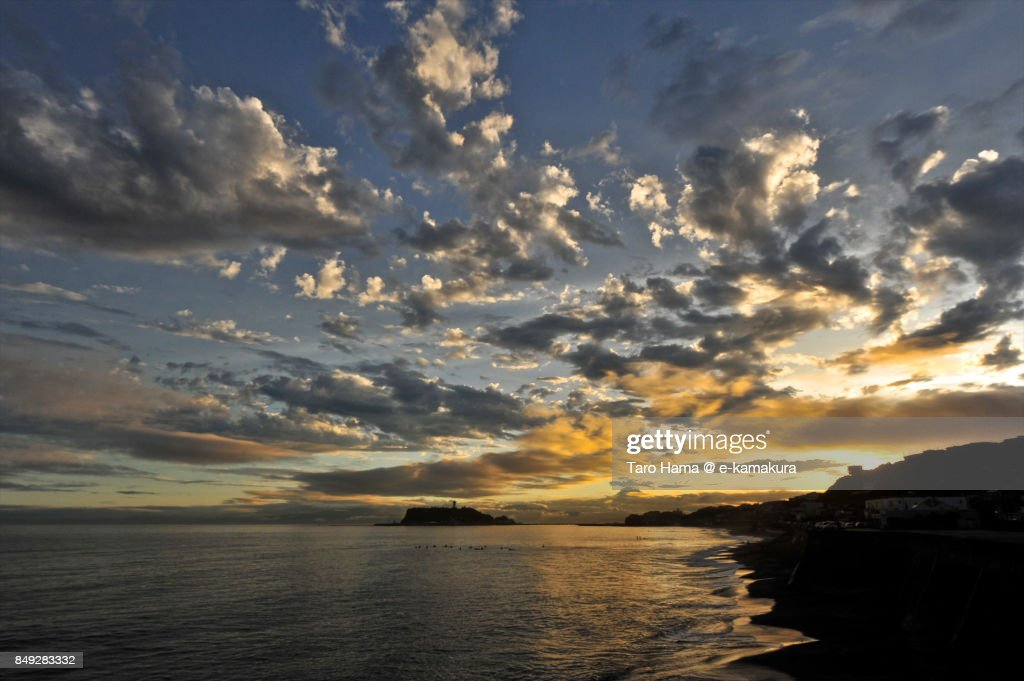 Orange-colored clouds on Enoshima Island and Sagami Bay in the sunset : ストックフォト