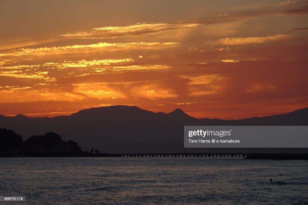Orange-colored sunset clouds on Mt. Hakone : ストックフォト
