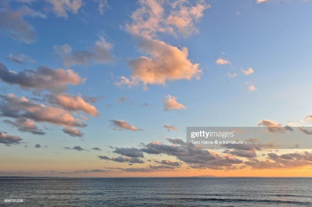 Orange-colored sunset clouds on Sagami Bay and Izu Peninsula : ストックフォト