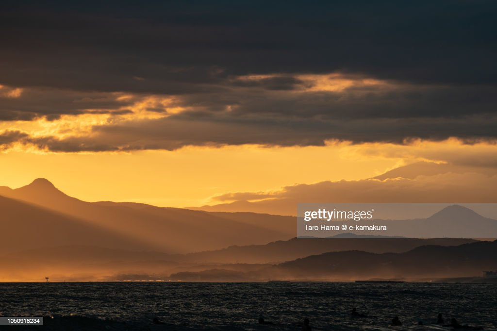 Orange-colored sunset sunbeam on Sagami Bay and Mount Fuji and Hakone in Kanagawa prefecture in Japan : ストックフォト